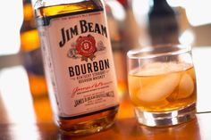 The bourbon whiskey brand Jim Beam released a smart decanter that speaks in a Kentucky accent for six months Whisky, Bourbon Whiskey Brands, Whiskey Sour, Whiskey Cocktails, Jim Beam, Ginger Ale, Best Cheap Whiskey, The Best Vodka, Love