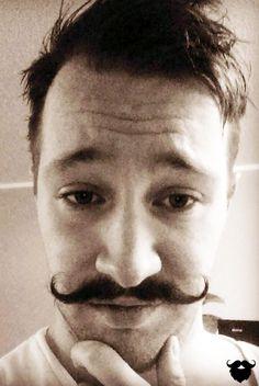 Pat zeigt uns hier seinen Moustache. Ein richtig toller Bart mit gezwirbelten Enden. Uns hat er mit diesem Bart absolut überzeugt Teil unserer Galerie zu werden. Bist du auch Bartträger? Dann sende uns dein Bild an galerie@blackbeards.de.
