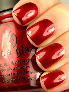 Red nail polish is classy shade that gives a bright exotic look for your nails. Given is the list of best red nail polish shades you can easily sport over any kind of outfit China Glaze Nail Polish, Red Nail Polish, Nail Polishes, Nail Nail, Garra, Holiday Nails, Christmas Nails, Christmas China, Holiday Makeup