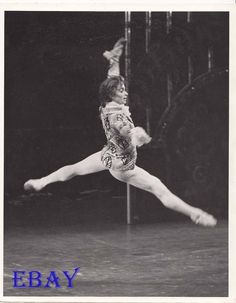 Rudolph Nureyev - The Nutcracker Dance Like This, Dance Like No One Is Watching, Just Dance, Ballet Poses, Male Ballet Dancers, Rudolf Nurejew, Japanese Figure Skater, Dance Magazine, Margot Fonteyn