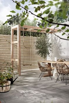 Private terrace with Holzschaukel, Terrasse mit Kind, Privatgarten mit Kind, Stadtgarten mit Kind, Ideen small Diy Pergola, Pergola Swing, Pergola Plans, Pergola Roof, Small Pergola, Outdoor Pergola, Cheap Pergola, Covered Pergola, Pergola With Swings