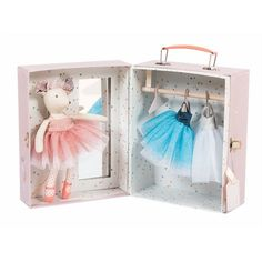 Help Ballerina Mouse get ready for the ballet! This darling Valise opens to reveal a set of three sparkling tulle tutus,with individual hangers. The valise has a mirror for Ballerina Mouse and is illustrated with colorful stars and whimsical images. Ballerina, Tutu En Tulle, Pink Tutu, Cardboard Suitcase, Enchanted Fairies, Enchanted Princess, Mirrored Wardrobe, French Fabric, Travel Toys