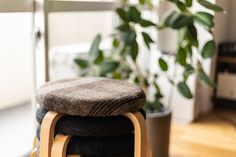 IKEAのスツールに奥様がクッションを載せてファブリックを取り付け、座り心地よく。#M様邸板橋本町 #クッション #手作り #スツール #インテリア #EcoDeco #エコデコ #リノベーション #renovation #東京 #福岡 #福岡リノベーション #福岡設計事務所 Ottoman, Stool, Furniture, Home Decor, Decoration Home, Room Decor, Home Furnishings, Home Interior Design, Home Decoration