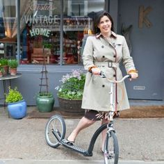 I love Kirstie Allsopp's style: feminine, youthful, vibrant, colourful. She's got curves and she knows how to use them. -N