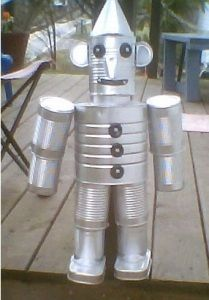 Recycle clean empty food cans into a delightful tin man for your home or garden. This is a guide about making a recycled tin man. Includes list of items needed Tin Can Crafts, Crafts To Make, Fun Crafts, Tin Can Man, Tin Man, Recycled Tin Cans, Recycled Crafts, Recycled Clothing, Recycled Fashion