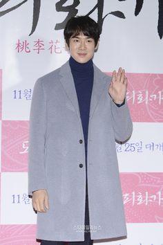Kim Soo Hyun, Kim Woo Bin, Park Shin Hye, and more attend Suzy's Dorihwaga VIP screening