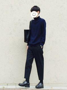 ネイビー×黒です。 久しぶりにタートル。 ニット M パンツ M 靴 26.0