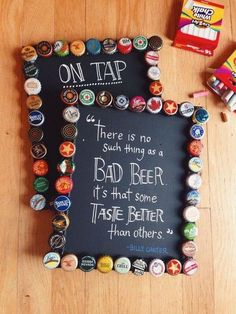 20 Fun Ways Of Reusing Bottle Caps In Creative Projects, DIY and Crafts, DIY Bottlecap Picture Frames. How about this picture frame decorated with unwanted beer bottle caps? A great craft to add homemade and styish touch to. Beer Cap Crafts, Cork Crafts, Crafts To Do, Craft Beer, Arts And Crafts, Diy Crafts, Diy Bottle Cap Crafts, Beer Cap Art, Beer Bottle Caps