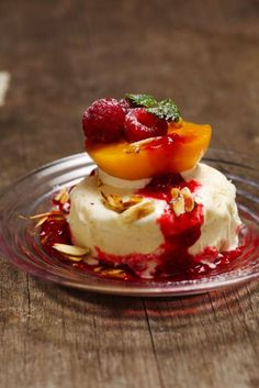 Peach Melba, Panna Cotta, Deserts, Breakfast, Ethnic Recipes, Tea, Peaches, Greedy People, Rezepte