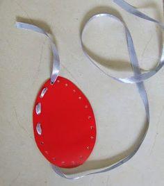 Diy Crafts Hacks, Diy And Crafts, Easter Dyi, Spring Crafts, Art For Kids, Washer Necklace, Doors, Crafts, Easter Ideas