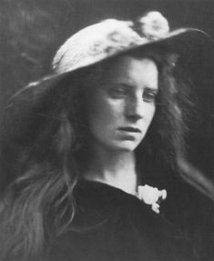 Julia Margaret Cameron Julia Margaret Cameron Photography, Julia Cameron, Vintage Photography, Portrait Photography, Old Photos, Vintage Photos, Black And White Face, Modern Photographers, My Favorite Image
