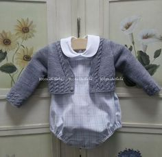 Baby boys in gray Baby Knitting Patterns, Baby Girl Patterns, Knitting For Kids, Cardigan Bebe, Baby Cardigan, Baby Boy Outfits, Kids Outfits, Tricot Baby, Knitted Romper