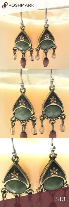 🆕 LIA SOPHIA PETITE DANGLE EARRINGS OLIVE GREEN 🆕LIA SOPHIA GOLD PETITE BOHO STYLE DANGLE EARRINGS COLOR OLIVE GREEN, BROWN AND CLEAR. THESE DO NOT HAVE A BOX OR NO CARD THAT HOLD EARRINGS. Lia Sophia Jewelry Earrings