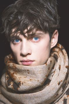 Luke Powell is very opinionated and strident in his political views (gay rights and Brexit). I like that though since most other male models are so vapid and narcissistic, all they care about is how. Aesthetic People, Model Face, Character Aesthetic, Pretty Eyes, Cute Gay, Handsome Boys, Gorgeous Men, Human Body, Male Models