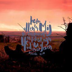 Kom naar mij, jullie die vermoeid zijn en onder lasten gebukt gaan, dan zal ik jullie rust geven. Matteüs 11:28 Deze kruimel is ook te koop als christelijke kaart in onze christelijke webshop. Al onze christelijke kaarten bekijken? Klik dan h... https://www.dagelijksebroodkruimels.nl/matteus-11-28-3/