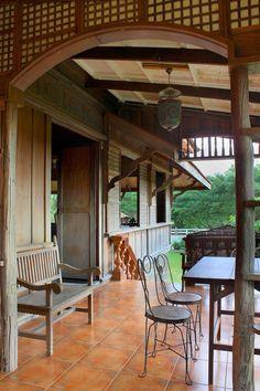 Philippine Home Interiors #bahay #bahaykubo #Philippines #Pilipinas #Pinas #Pinoy #Pilipino #Filipino #home #house #capiz #native #wood #interior #design