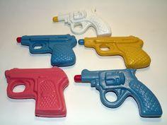 Llegaba el verano... ¡y a jugar con las pistolas de agua!