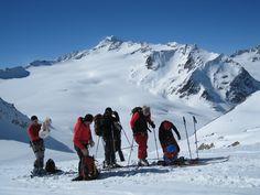 Bestens ausgestattet mit Skitouren Ausrüstung und Outdoor Bekleidung aus dem Shop - das Team von www.der-ausruester.de