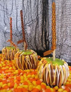 Candy Corn Caramel Apples Chocolate Cake with Mint Chocolate Chip Frosting cookies Halloween Party Treats, Holiday Treats, Holiday Fun, Halloween Fun, Apple Recipes, Fall Recipes, Holiday Recipes, Granny Smith, Candy Apples