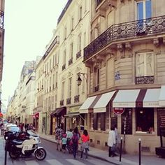 Street life #Paris