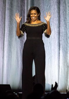 Michelle Obama has always captured our attention when it came to her choices in fashion, after leaving the White House her style continues to shine. Celebrity Photos, Celebrity Style, Celebrity Babies, Givenchy, Balenciaga, Summer Business Attire, Presidente Obama, Michelle Obama Fashion, Pink Suit
