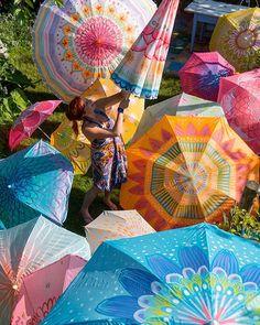 """Gefällt 161 Mal, 5 Kommentare - Bine Brändle (@binebraendle) auf Instagram: """"Bemalte Sonnenschirme  als Deko für's Gartenfest ☀️ #binebraendle #bunt #muster #pattern #kreativ…"""""""