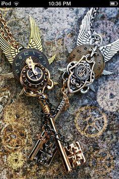 Epic steampunk keys or harrypotter keys? Viktorianischer Steampunk, Steampunk Design, Steampunk Wedding, Steampunk Fashion, Steampunk Necklace, Steampunk Clothing, Gothic Fashion, Key Jewelry, Jewelry Making