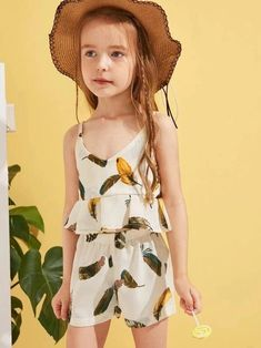 To find out about the Toddler Girls Feather Print Peplum Cami & Shorts Set at SHEIN, part of our latest Toddler Girl Two-piece Outfits ready to shop online today! Toddler Girl Outfits, Kids Outfits, Toddler Girls, Belted Shorts, Peplum, Lace Trim Shorts, Floral Print Skirt, Feather Print, Girls Bows