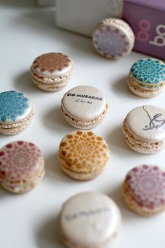 I want these for Eid ! Ya Amar printed macaron box for Eid/ Eid macarons/ Eid Mubarak/ Eid macaroons/ Eid Cupcakes, Cake Cookies, Macarons, Eid Mubarak, Fest Des Fastenbrechens, Cake Pops, Sparkle Decorations, Eid Eid, Macaron Boxes