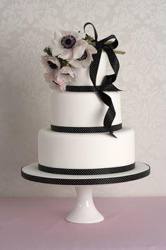 Best Cake Decorating Book Ever! http://www.amazon.com/gp/product/143918352X/ref=as_li_tl?ie=UTF8&camp=211189&creative=373489&creativeASIN=143918352X&link_code=as3&tag=alejanguerre-20&linkId=XJTFX462YWMZO4ZB - Simply elegant #WeddingCakes