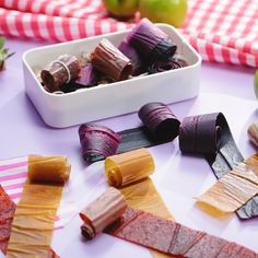 Essen Videos How to make awesome fruit roll-ups! Perfect for lunchboxes and kids parties. Baby Food Recipes, Sweet Recipes, Dessert Recipes, Healthy Recipes, Fruit Dessert, Healthy Appetizers, Healthy Snacks, Healthy Eating, Fruit Leather Recipe