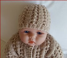 Beautiful lace beanie knitting pattern for babies 0 to 12 months. Knitted Baby Beanies, Knitted Hats, Crochet Hats, Knit Beanie Pattern, Lace Knitting Patterns, Baby Cardigan, Baby Knitting, Mittens, Headbands
