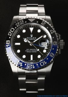 La Cote des Montres : Shooting de la montre Rolex Oyster Perpetual GMT-Master II - Un disque Cerachrom en céramique bleu et noir représente le jour et la nuit