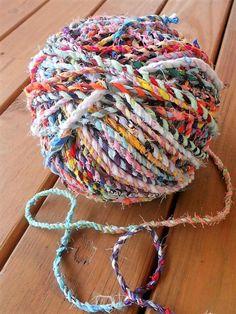 Fabric Yarn, Fabric Remnants, Fabric Scraps, Fabric Weaving, Scrap Fabric Projects, Yarn Projects, Sewing Projects, Crafts With Fabric, Yarn Crafts