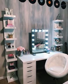 Pinned by: Nicole Cocaine - Lucy Zimmer neu - Beauty Room Bedroom Decor For Teen Girls, Room Ideas Bedroom, Girl Bedroom Designs, Teen Room Decor, Pinterest Room Decor, Makeup Room Decor, Cute Room Decor, Aesthetic Room Decor, Pretty Room
