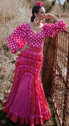 Flamenco Costume, Flamenco Dancers, Flamenco Dresses, Spanish Dancer, Spanish Fashion, Fashion Art, Womens Fashion, Exotic Women, Frou Frou