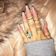 Opting for bright colours or intricate nail art isn't a must anymore. This year, nude nail designs are becoming a trend. Here are some nude nail designs. Hot Nails, Hair And Nails, Gorgeous Nails, Pretty Nails, Light Pink Nails, Uñas Fashion, Fashion Ideas, Fashion Beauty, Luxury Nails