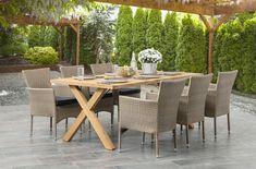 Tukeva ja laadukas pöytä on valmistettu kierrätetystä tiikistä.