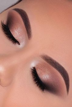 Smoke Eye Makeup, Gold Eye Makeup, Neutral Makeup, Cat Eye Makeup, Eyeshadow Makeup, Eye Makeup For Prom, Makeup Looks For Prom, Gold And Brown Eye Makeup, Simple Prom Makeup