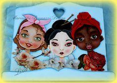 E-pattern : WOMEN . Designed by Mariarita Brunazzi Painted by Liza . Italiano e Inglese