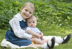 New photos of Princess Estelle and Prince Oscar and Princess Victoria