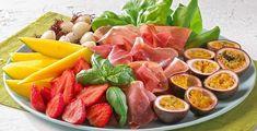 Klar for mai-lunsjen?no Cheese Fruit, Cheese Dishes, 17. Mai, Norwegian Food, Sandwich Spread, Frisk, Yummy Cakes, Fruit Salad, Tapas