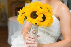 Fall wedding, sunflower bouquet