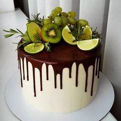 A imagem pode conter: planta e comida - Cake Decorating Simple Ideen Cupcakes, Cupcake Cakes, Fresh Fruit Cake, Beautiful Cake Designs, Cake Recipes, Dessert Recipes, Gateaux Cake, Breakfast Cake, Birthday Breakfast