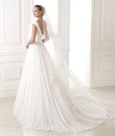 BELUGA - Wedding dress with gauze skirt. Pronovias 2015 | Pronovias