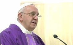 El Papa Francisco animó durante la homilía a hablar con Dios como con un amigo. Hablar de nuestros problemas, de lo que nos preocupa, pedirl...