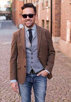 【秋】茶色ジャケット×ジレ×ジーンズの着こなし(メンズ) | Italy Web