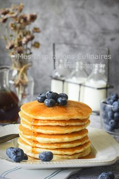 Nothing better than waking up to a stack of fluffy chocolate chip pancakes any day of the week! Top them with fresh whipped cream and more chocolate chips. Vegan Breakfast Recipes, Brunch Recipes, Dessert Recipes, Pancake Recipes, Pancake Healthy, Mini Pancakes, Oatmeal Pancakes, Savoury Cake, Clean Eating Snacks