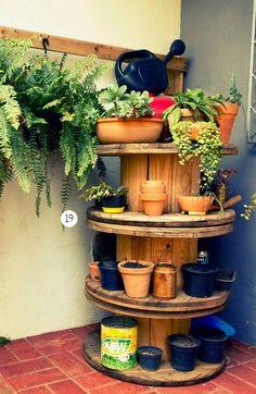 Casinha Bonitinha: Jardim com carretel                                                                                                                                                                                 Mais