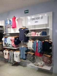 Visual merchandising, girls, F21 Boutique Interior, Clothing Store Interior, Clothing Store Design, Boutique Store Displays, Visual Merchandising Fashion, Design Display, Digital Retail, Retail Store Design, Store Interiors